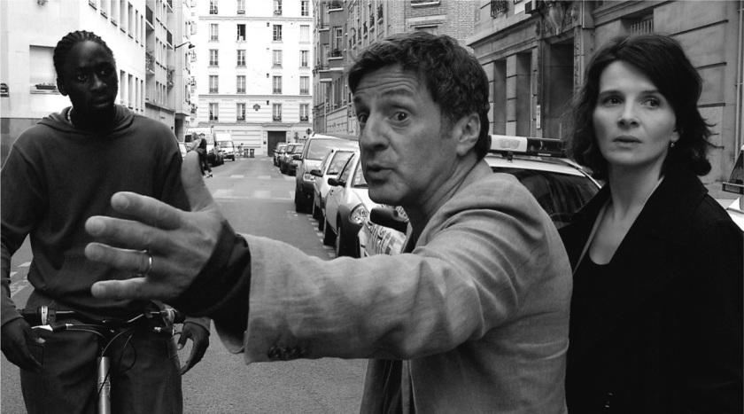 Georges takes his anger out on a passing cyclist (© 2004 Les Films du Losange, Wega-Film, Bavaria-Film, BIM Distribuzione)
